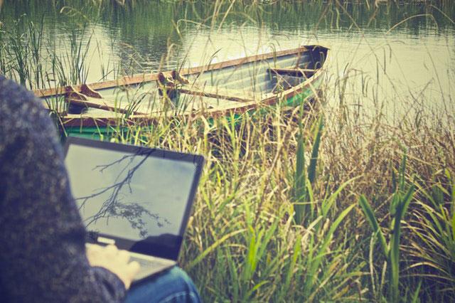 Laptop für Reisen finden